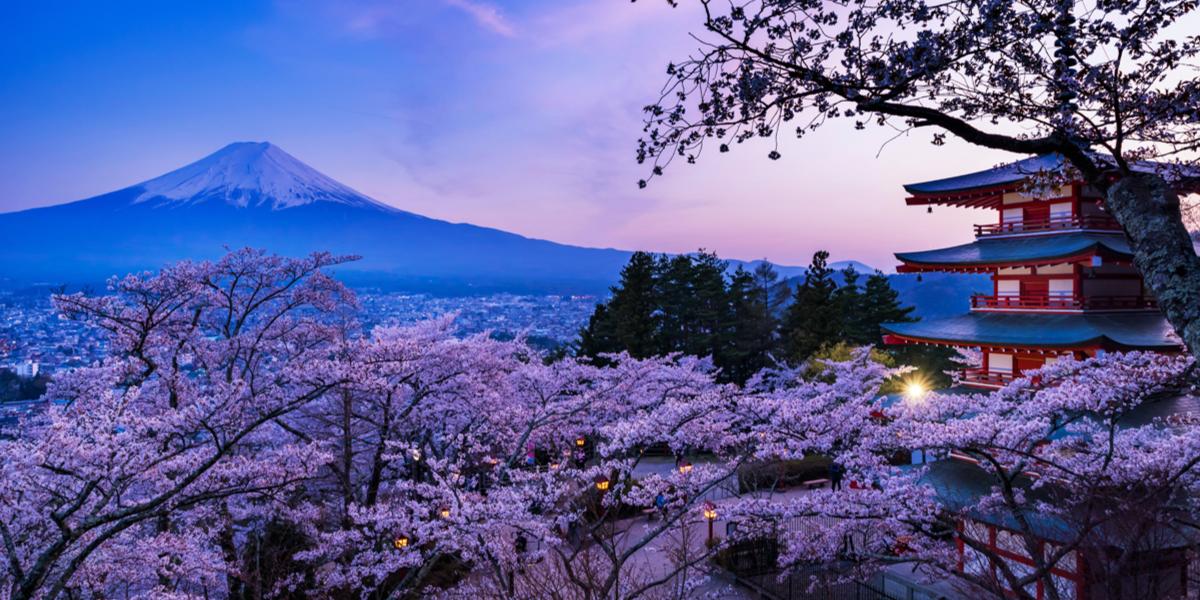 富士吉田市の忠霊塔